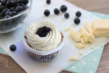 {Cupcake Monday} White Blueberry