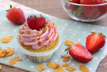 {Cupcake Monday} Strawberry Crisp