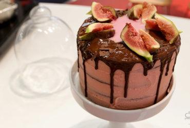Schoko Feigen Drip Cake – <br> JENNY BACKT auf der Ambiente